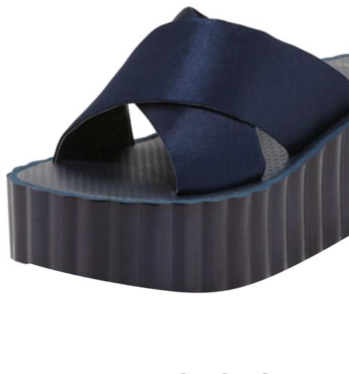 Preload https://img-static.tradesy.com/item/23579189/tory-burch-navy-blue-scallop-wedge-flip-flops-sandals-size-us-10-regular-m-b-0-2-540-540.jpg