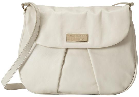 Preload https://img-static.tradesy.com/item/23579873/marc-by-marc-jacobs-womens-lily-flower-ivory-marchive-messenger-white-leather-cross-body-bag-0-1-540-540.jpg