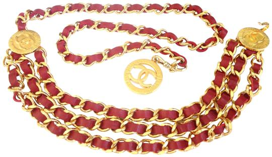 Preload https://img-static.tradesy.com/item/23580164/chanel-31-rue-cambon-coin-w-red-leather-3-row-cambon-w-belt-0-1-540-540.jpg