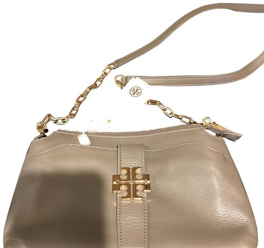 Preload https://img-static.tradesy.com/item/23580471/tory-burch-taupe-cross-body-bag-0-1-540-540.jpg