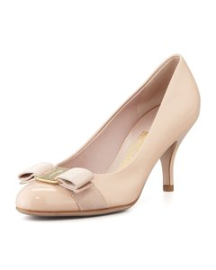 Salvatore Ferragamo Carla Sf Patent Leather New bisque/Gold Pumps