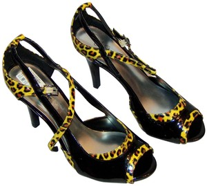 City Streets Cheetah New Date Night Animal Print & Black Pumps