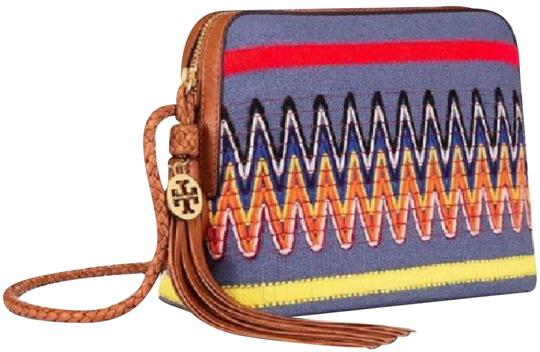 Preload https://img-static.tradesy.com/item/23584917/tory-burch-embroidered-taylor-linen-chambray-canvas-leather-cross-body-bag-0-1-540-540.jpg