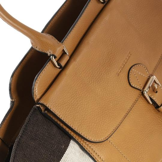 Burberry Leather Satchel in camel Image 8