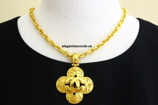 Chanel Auth. Vintage Chanel Gold Plated Necklace Image 2