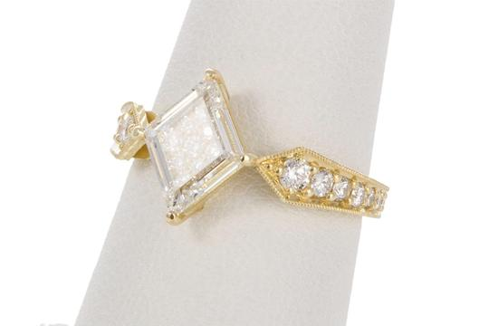 Unknown 18k Yellow Gold & Portrait Cut Diamond Fashion Ring Image 4