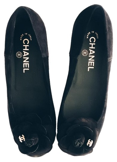 Preload https://img-static.tradesy.com/item/23589961/chanel-black-16b-g32162-suede-camellia-flowers-pearl-cc-logo-flats-size-us-65-regular-m-b-0-1-540-540.jpg