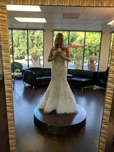 Allure Bridals Ivory Beaded Embroidered Organza C348 Modern Wedding Dress Size 4 (S)
