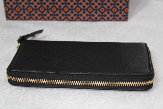 Tory Burch NEW TORY BURCH BLACK LOGO LEATHER CONTINENTAL ZIP WALLET BAG NWT Image 5