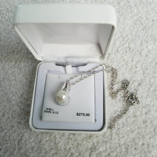 Preload https://img-static.tradesy.com/item/23593041/pearl-with-silver-chain-ss-wht-sim-and-cz-pd-necklace-0-0-540-540.jpg