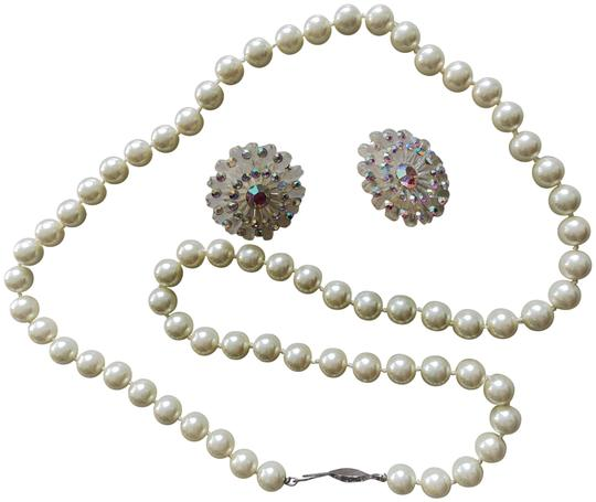 Preload https://img-static.tradesy.com/item/23595379/white-vintage-pearl-earring-set-necklace-0-1-540-540.jpg
