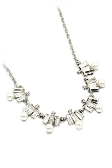 Preload https://img-static.tradesy.com/item/23596505/white-crystal-and-pearl-necklace-0-0-540-540.jpg
