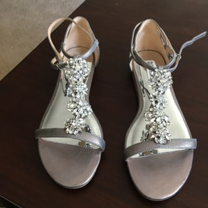 Badgley Mischka Pewter 'lilli' Crystal Embellished T-strap Sandals Size US 9 Regular (M, B)