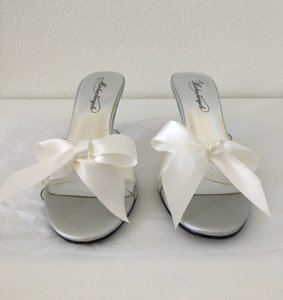 David's Bridal Clear With White Ribbon Kitty Mules/Slides Size US 5.5 Regular (M, B)