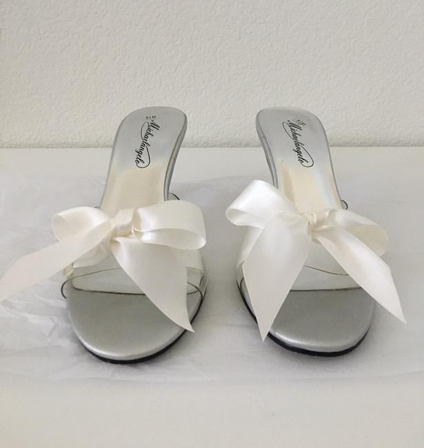 Item - Clear With White Ribbon Kitty Mules/Slides Size US 5.5 Regular (M, B)