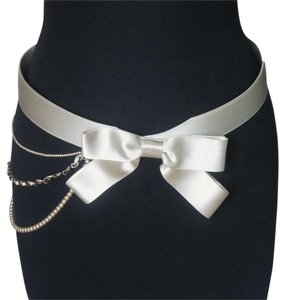 Chanel Chanel Beige Satin Bow Belt Pearl Chain 80/32 2002 Cruise Collection