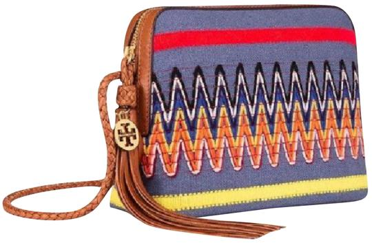 Preload https://img-static.tradesy.com/item/23601980/tory-burch-taylor-embroidered-linen-chambray-canvas-leather-cross-body-bag-0-1-540-540.jpg