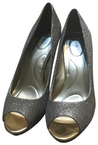 44869ce6be Women's Gold Bandolino Shoes - Up to 90% off at Tradesy