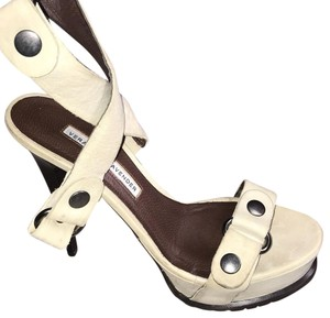 Vera Wang Lavender Label cream Platforms