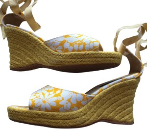 Burberry yellow/white Wedges