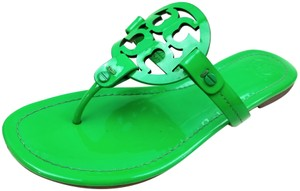 754252823 Tory Burch Flip Flops Bold Logo Cutout Leather Green Patent Sandals