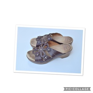 Dansko light tan Sandals