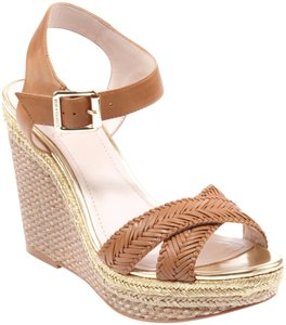 Vince Camuto tan gold Wedges