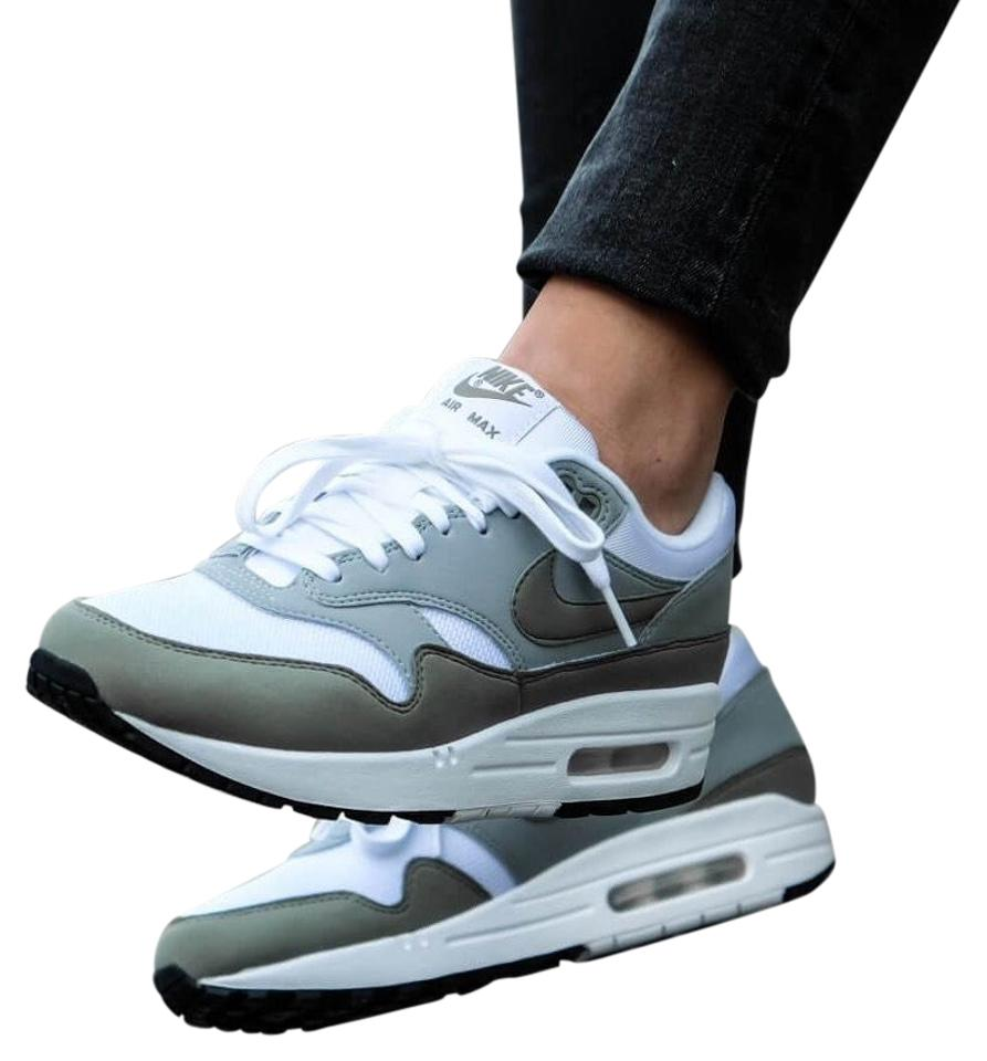timeless design 29391 7a460 Nike Womens Air Max 1 Premium Og Sneakers. Leather Suede and Breathable  Mesh Upper. Foam Sole with Air Max 319986-105 Sneakers