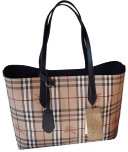 Burberry New Reversible Tote in Beige