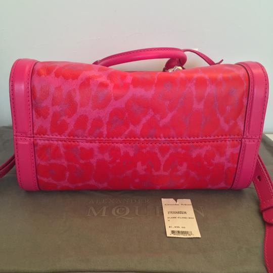 Alexander McQueen Limited Edition Convertible Padlock Skull Attention Satchel in Pink Image 3
