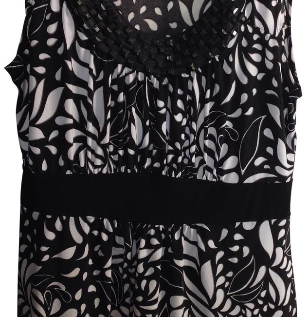 Preload https://img-static.tradesy.com/item/23624441/new-directions-black-and-white-unknown-blouse-size-10-m-0-1-650-650.jpg