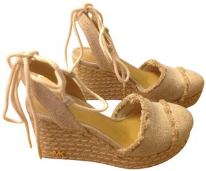 MICHAEL Michael Kors Size 5.5 Color Closed Toe Natural Fabric Wedges