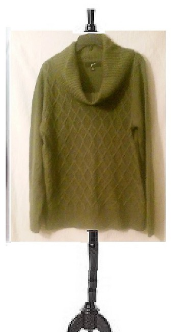 Preload https://img-static.tradesy.com/item/23626209/private-label-by-g-sage-green-sweater-0-0-650-650.jpg
