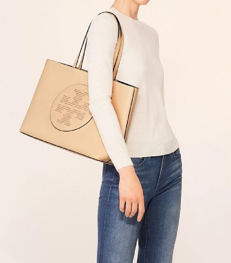 Tory Burch Tote in dune/navy Image 10