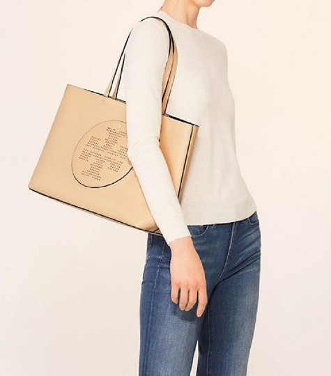 Tory Burch Tote in dune/navy Image 2