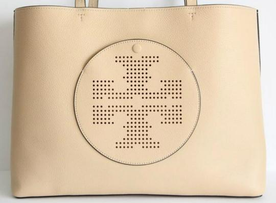 Tory Burch Tote in dune/navy Image 4