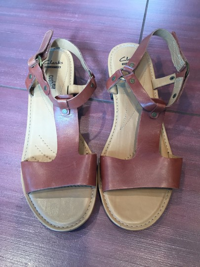 Clarks Block Heel Leather T Strap tan Sandals Image 2