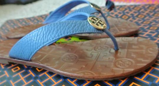 47cd44bc7c37 Tory Burch Blue End-of-summer-sale Charmbray   Gold Thora Thong ...