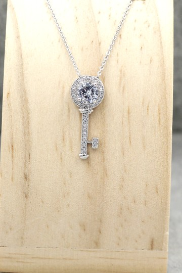 Ocean Fashion Sterling silver Wild Key Crystal Pendant Necklace