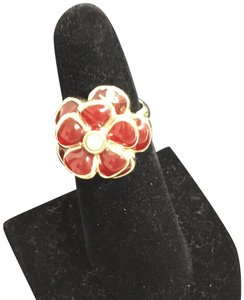 Chanel Red grispoix camellia ring with pearl