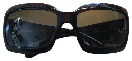 Preload https://item3.tradesy.com/images/chanel-brown-frame-brown-gradient-lenses-mother-of-pearl-interlocking-cc-logo-on-both-sides-5076-h-c-23633037-0-1.jpg?width=440&height=440