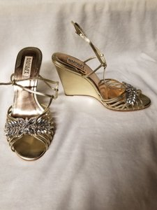Badgley Mischka Gold Topy Wedges Size US 7.5 Regular (M, B)