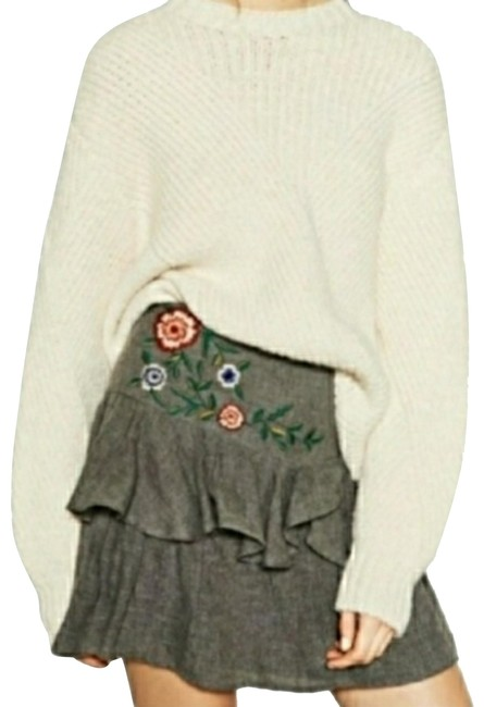 Item - Gray Floral Embroidered Skirt Size 6 (S, 28)