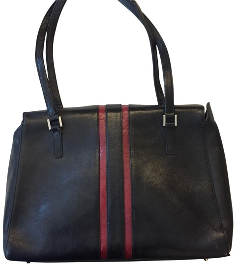Preload https://img-static.tradesy.com/item/23639845/wilsons-leather-business-tote-black-with-red-detail-laptop-bag-0-3-540-540.jpg