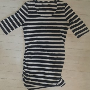 A Pea In The Pod Navy And White Striped Fitted T Size XS