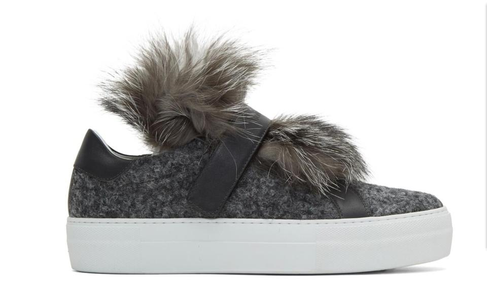 Sneakers amp; Women's Leather Sneakers Fur Gray Fox Moncler nw0q8R4gZx