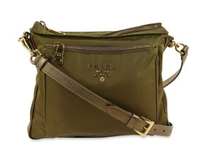 a158ad5d19e5 Green Nylon Prada Bags - 70% - 90% off at Tradesy