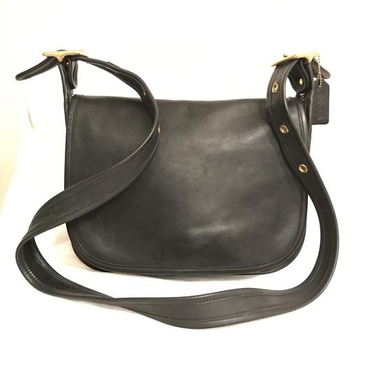 Preload https://item1.tradesy.com/images/coach-saddle-patricia-legacy-vintage-9951-black-gold-leather-cross-body-bag-23650070-0-0.jpg?width=440&height=440