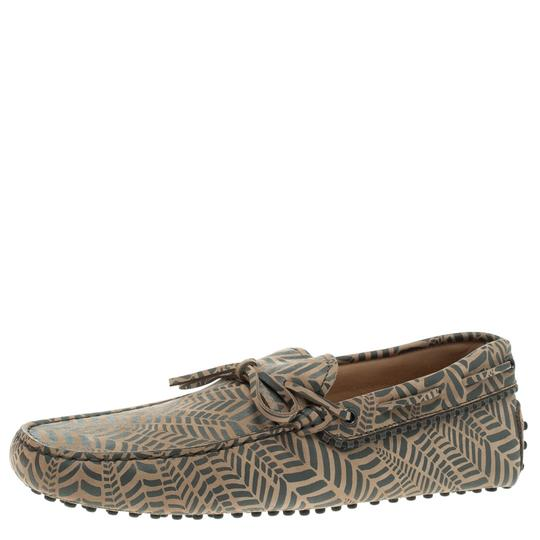 Preload https://img-static.tradesy.com/item/23651726/tod-s-beige-and-grey-printed-leather-bow-loafers-flats-size-eu-44-approx-us-14-regular-m-b-0-0-540-540.jpg