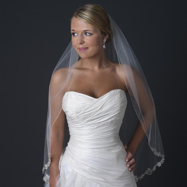 Item - Ivory Medium Single Layer Fingertip Length Floral Lace Bridal Veil